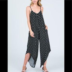 Black & White Two Pocket Jumpsuit Size XL Sized Ln